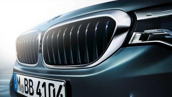 Active air stream kidney grille BMW 5 Series Sedan 540i Sedan G30 Bluestone metallic close-up front
