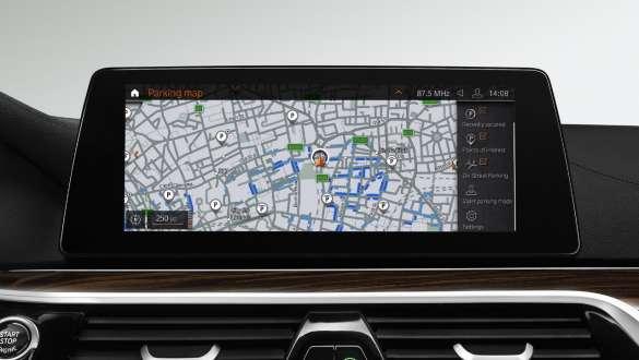 On-Street Parking Information BMW 5 Series Sedan 540i Sedan G30 Bluestone metallic