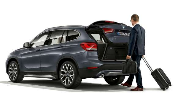 BMW X5 G05 2018 interior driver using Connected Navigation