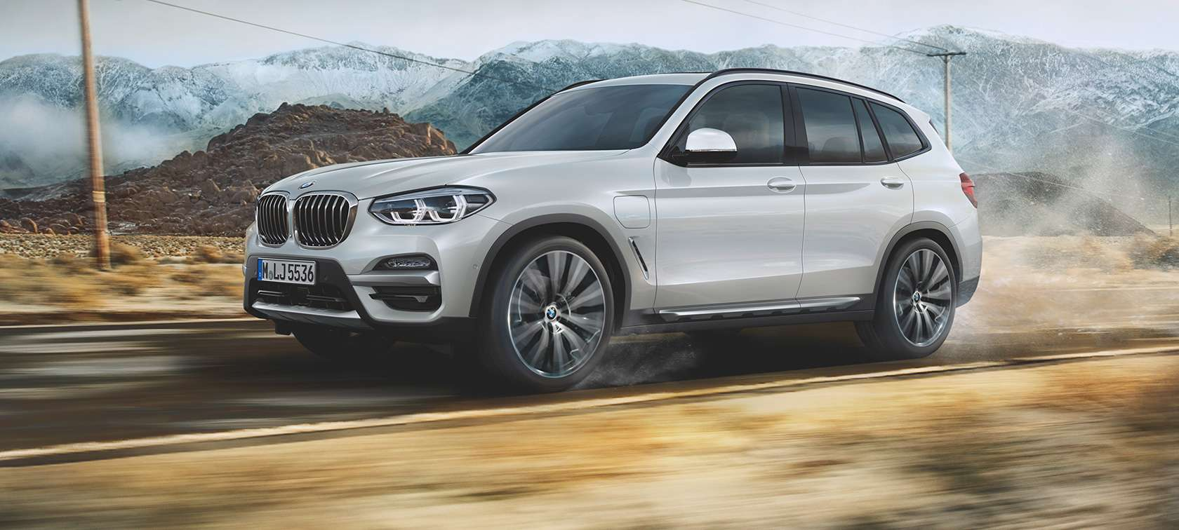BMW X3 xDrive30e in curve