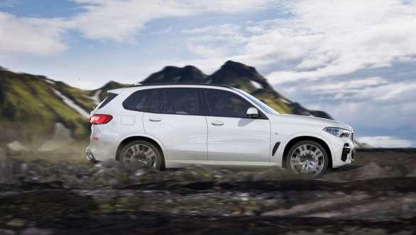 Offroad mode xRocks BMW X5 G05 2018 Mineral White metallic side view