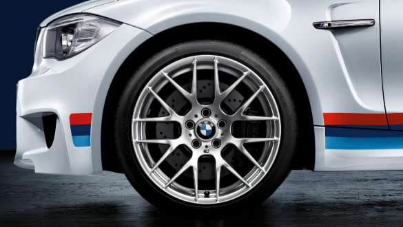 Close-up view of the BMW 3 Series Sedan with focus on the BMW M Performance light alloy wheels 405 M.